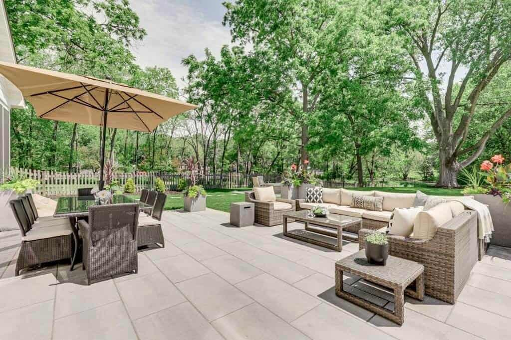 outdoor living patio entertaining area